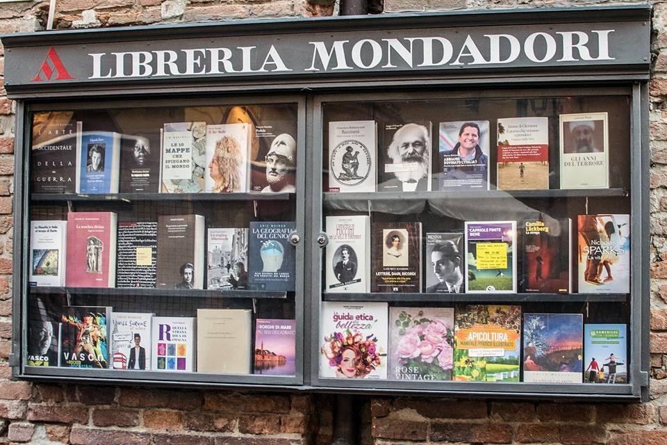 cannabis light libreria marina berlusconi mai in mondadori