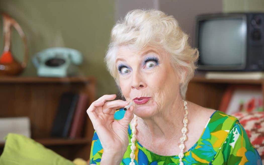 Anziani Consumo Cannabis Relazione Proficua