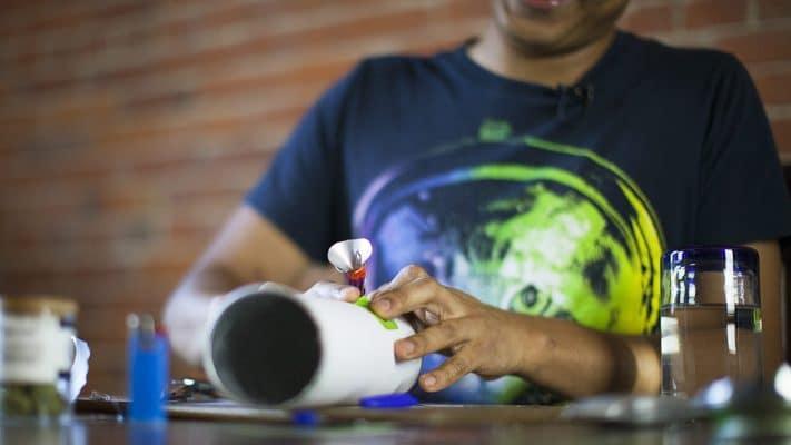 Bong Quale Materiale Scegliere Acrilico Silicone Ceramica Vetro