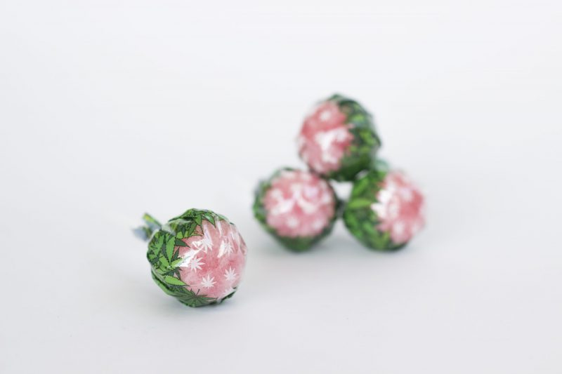 CBWEED-Lollipops-Strawberry